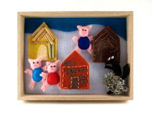"""<span  class=""""uc_style_uc_tiles_grid_image_elementor_uc_items_attribute_title"""" >Tableau avec les 3 petits cochons en feutrine</span>"""