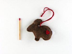 lapin brun feutrine coeur rouge