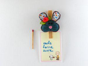 """<span  class=""""uc_style_uc_tiles_grid_image_elementor_uc_items_attribute_title"""" >Magnet pince photo avec une souris en feutrine.</span>"""