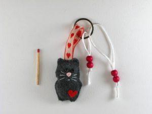 Porte clé chat gris en feutrine de framboisine création