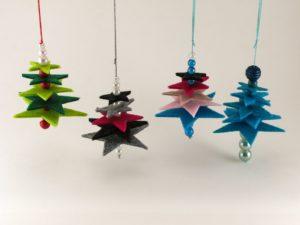 Décoration de Noël sapin en feutrine avec des perles