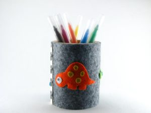Pot à stylos en bois et feutrine de framboisine création