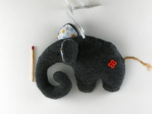 Décoration de Noël éléphant fleur rouge