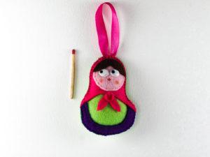 Décoration de Noël poupée en feutrine foulard rose