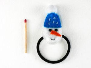 Elastique pour cheveux avec un bonhomme de neige en feutrine