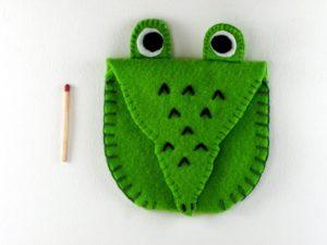 Pochette crocodile en feutrine verte