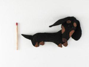 Magnet chien teckel en feutrine