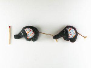 Magnet couple d'éléphants en feutrine
