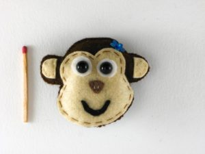 Magnet tête de singe en feutrine